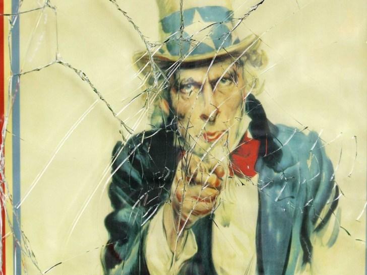 Uncle Sam zou zich in zijn graf omdraaien, wanneer hij zou weten hoe de Amerikaanse grondwet keer op keer verkracht wordt..!
