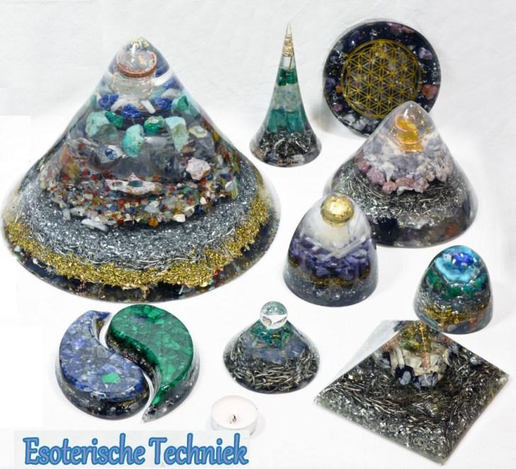 Een mooie Orgonite, gemaakt met verschillende metalen en edelsteentjes.