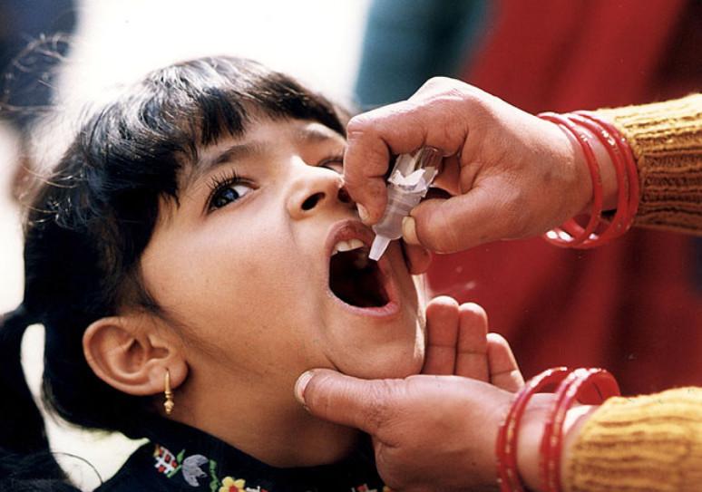 WHO bekent: polio dóór vaccinaties weer terug..!!
