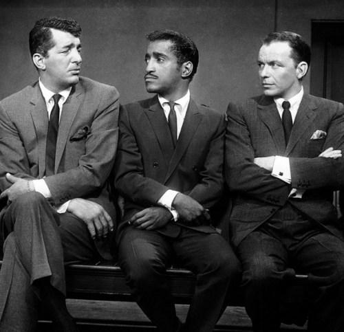 Deze zangers waren min of meer de lijm tussen onder- en bovenwereld.. Dean Martin, Sammy Davis jr en Frank Sinatra..