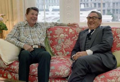 President Ronald Reagan en Henry Kissinger in het Witte Huis..