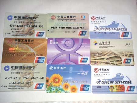 Een aantal Chinese creditcards, gewaarbord door het Union Pay-systeem van de Chinese overheid.