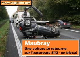 Maubray : une voiture se retourne sur l'autoroute E42 - un blessé