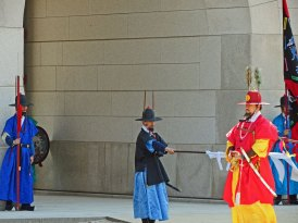 South Korea - Seoul - Gyeongbokgung - changing guards