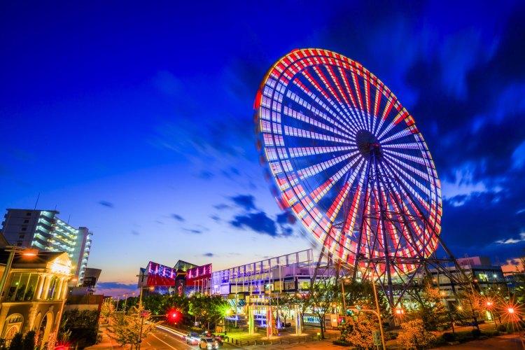 Osaka aquarium Tempozan Ferris Wheel Japan