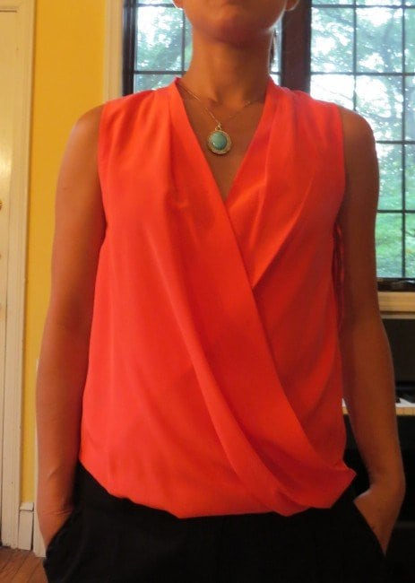 what necklace v-neck top