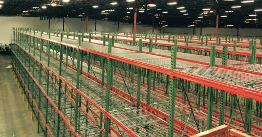 Selective pallet rack with wire mesh decking