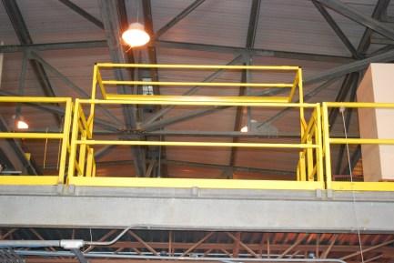 pivot safety gate bottom