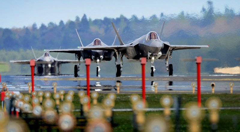 USAF F-35A Lightning II, 34th Fighter Squadron, landing at RAF Lakenheath, 15 April 2017, by Sgt Matthew Plew (DVIDS) [800px]