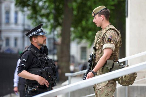 British Army Irish Guards 1st Battalion outside the Ministry of Defence, London, during Operation Temerper, 24 May 2017 (Crown Copyright, 2017)