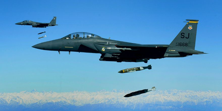 USAF F-15E Strike Eagles, 335th Expeditionary Fighter Squadron, bombing run over Afghanistan, 26 Nov 2009, by Michael B Keller (USAF)[880x440]