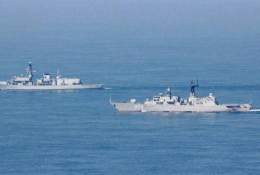 Royal Navy HMS St Albans escorts Russian frigate Yaroslav Mudry through the English Channel (Crown Copyright, 2018) [880]