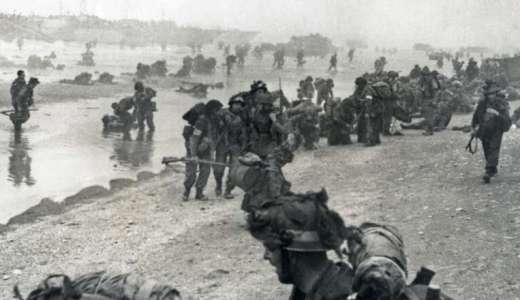 British Army, soldiers landing on the beaches of Normandy, France, 6 of June 1944 (Crown Copyright, 1944) [880]