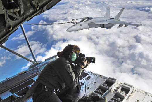 US Navy Chief Mass Communication Specialist Shannon Renfroe photographs FA-18E Super Hornets, Strike Fighter Squadron (VFA) 136 Knighthawks (USN, 12 March 2019) [880]