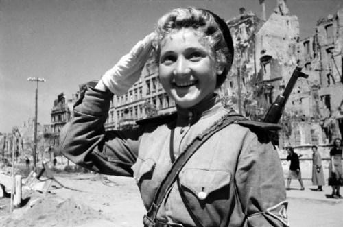 russian_female_soldier_berlin_1945_by_uniformfan-d5t4hek