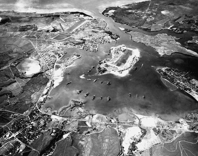 Pearl Harbor 1941 via commons.wikimedia.org