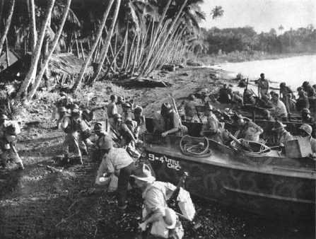 New Zealand soldiers landing at Baka Baka, Vella Lavella on September 17, 1943 to reinforce the U.S. 35th Infantry Regiment, 25th Division Photo Credit