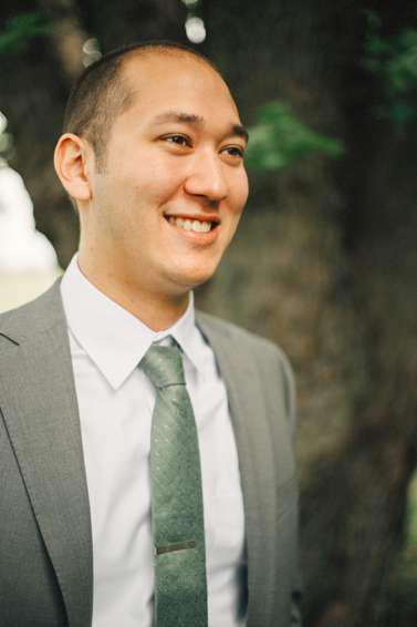 Groom in gray suite with green-gray tie