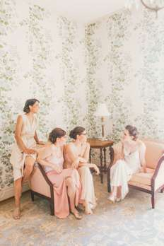 Bride & Bridesmaids in the Warrenwood Manor Bridal Suite