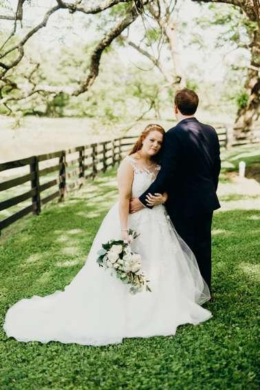 Romantic summer wedding at beautiful Kentucky wedding