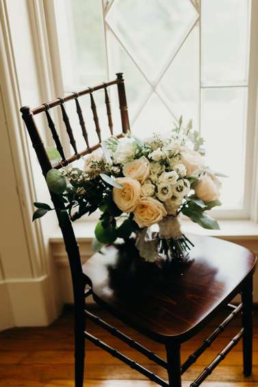 Bridal bouquet with neutral color palette