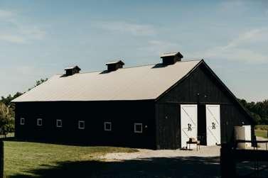 Kentucky barn wedding venue on farm