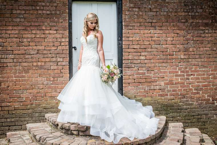 Charming southern bride at historic Warrenwood Manor, mermaid dress, sweetheart cut wedding dress