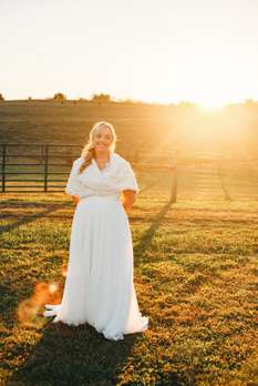Bride wearing fur shawl / stole at chilly fall wedding