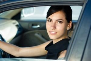 Kobieta w serwisie samochodowym -jak nie dać się oszukać?