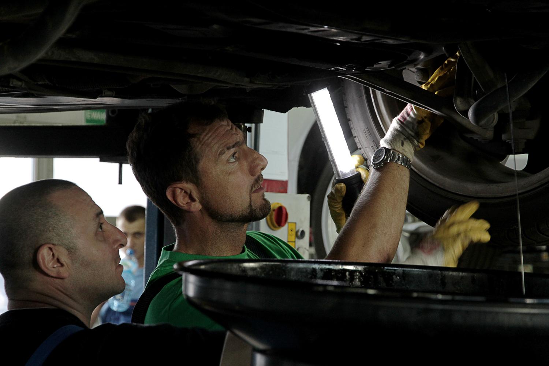 Praktyki: Jerzy Dudek w serwisie samochodowym Morela :)