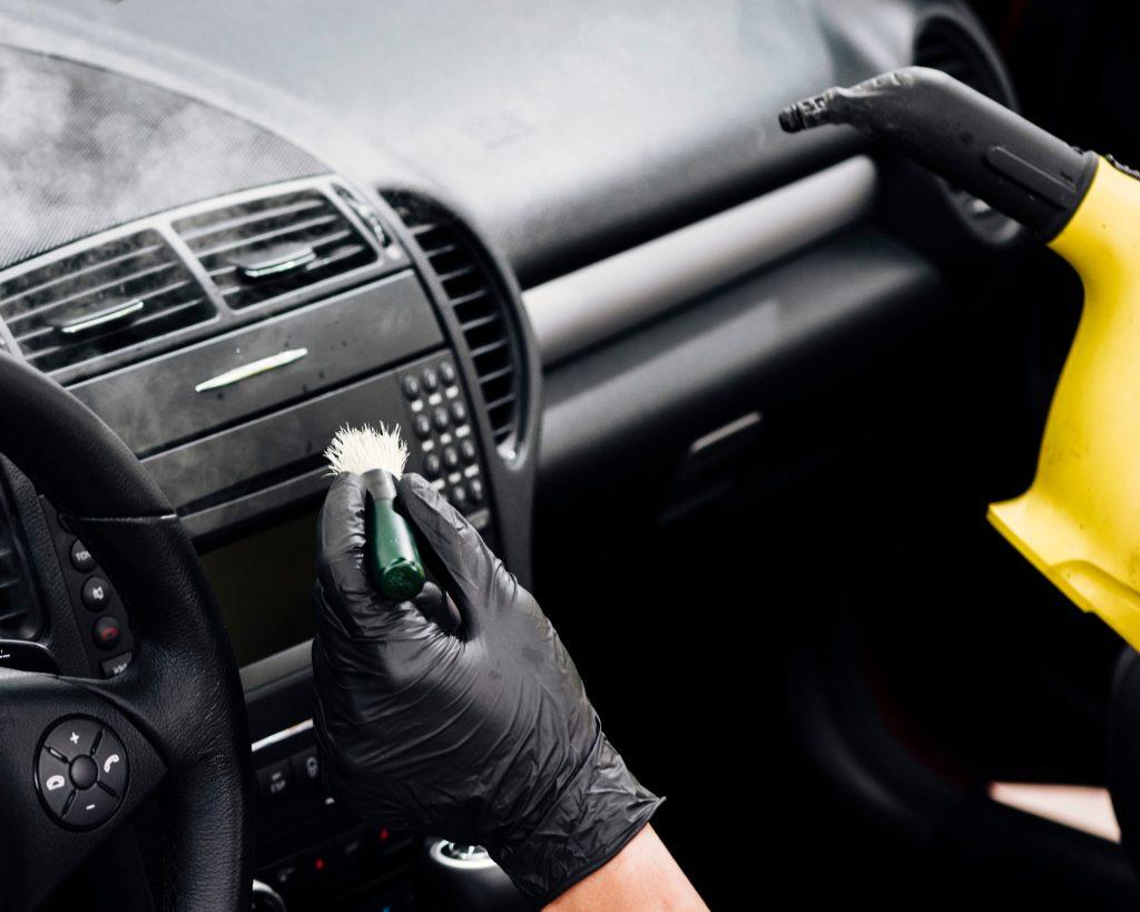 Skuteczna metoda dezynfekcji samochodu.