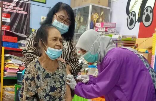 Masifkan Program Vaksinasi, Puskesmas di Surabaya Terapkan Door to Door