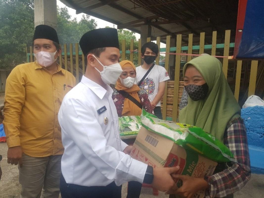 SC Foundation Borong Dagangan PKL, Lalu Bagi Sembako