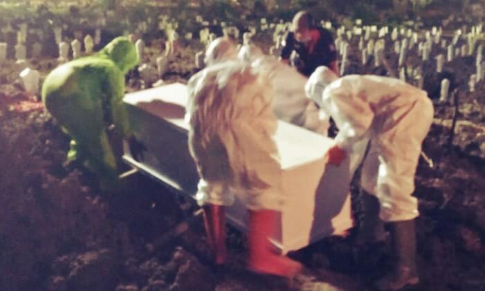 Kisah Petugas Pemakaman Jenazah C19 di Surabaya, Bekerja Tanpa Batas Waktu