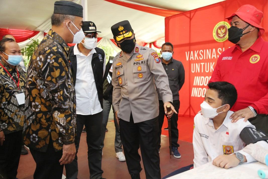 Wali Kota, Kepala BIN, dan Kapolda Jatim Tinjau Vaksinasi Pelajar dan Door to Door
