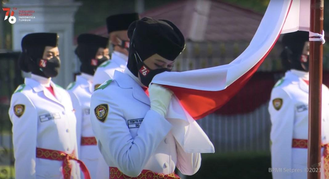 Presiden Kukuhkan Paskibraka 2021, Pengibaran dan Penurunan Bendera Formasi Lengkap