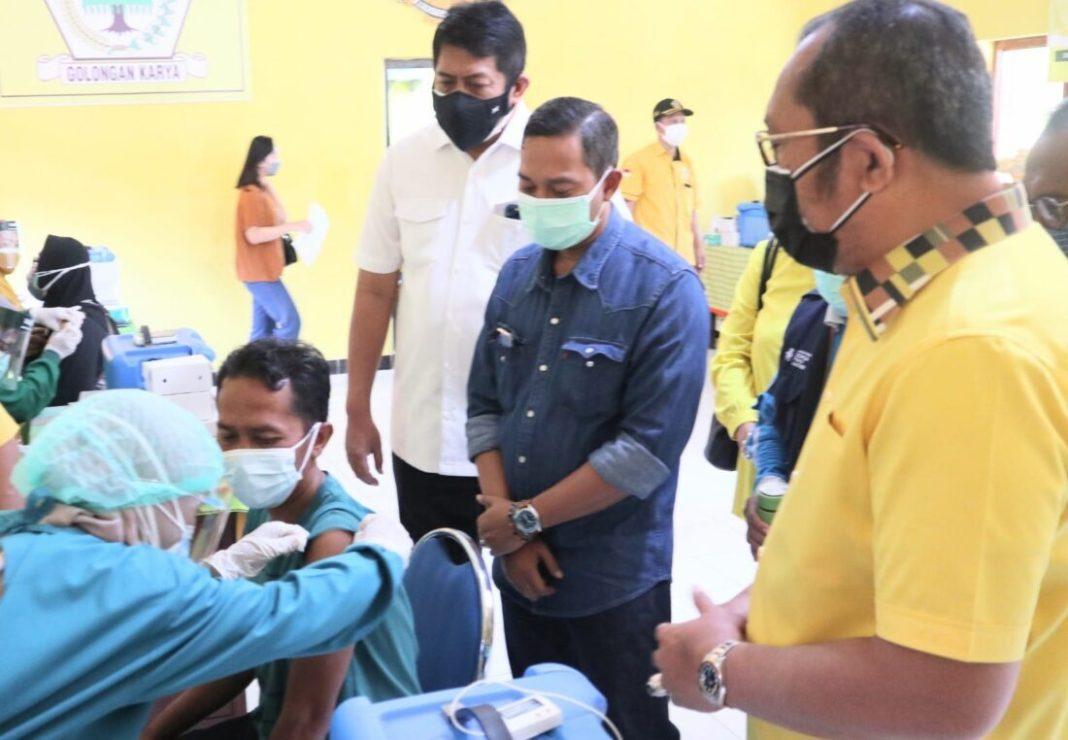 Vaksin Golkar Masuk Pacitan: 1000 Warga Datang Bergelombang