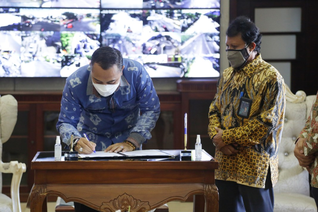Pemkot Surabaya dan PLN Teken MoU Pembangunan SKTT di Jembatan Suramadu