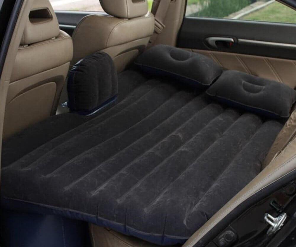 Bett im Auto