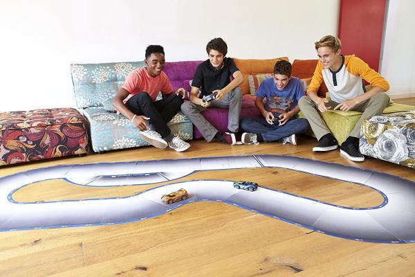 Anki Overdrive VS Carrera Bahn Starterkit Geschenke für Kind gebliebenen Mann kaufen Konkurent Hot Wheels AI 3 Männerspielzeug kaufen – Männerspielzeuge finden – Spielzeug für Männer finden – bestes Männerspielzeug – Männerspielzeug im Vergleich
