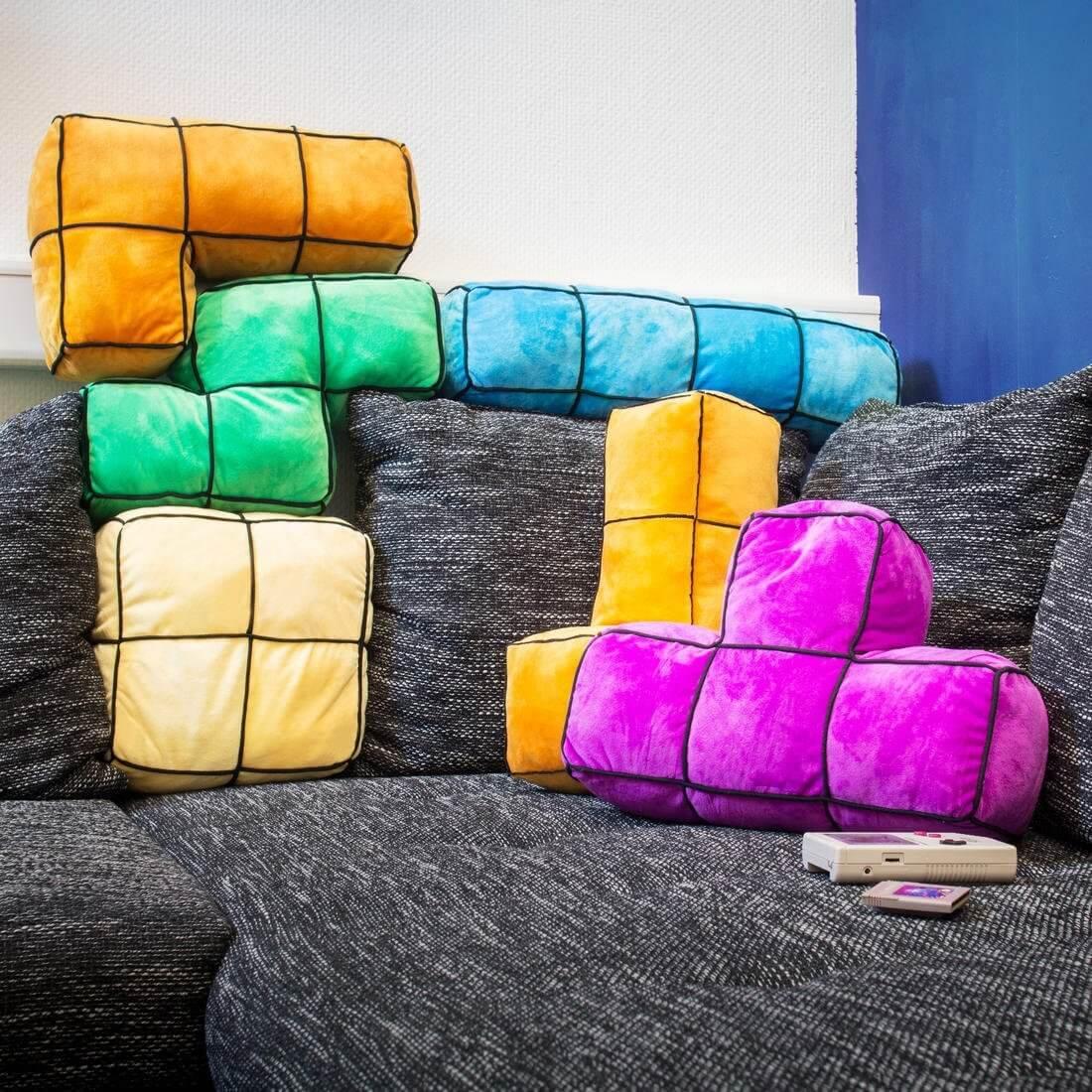 Nerd Geschenke - Die besten Gadgets für Geeks - Tetris Dekokissen - Dekoration im Retro Design - Gaming Kissen
