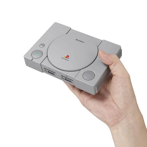 Die 4 besten Mini-Retro-Konsolen – 110% Liebe! www.was-maenner-wollen.de PS PS1 PSone Playstation Classic vorbestellen Playstation Classic bestellen Retro Geschenk für Männer kaufen neuste Retro Konsole