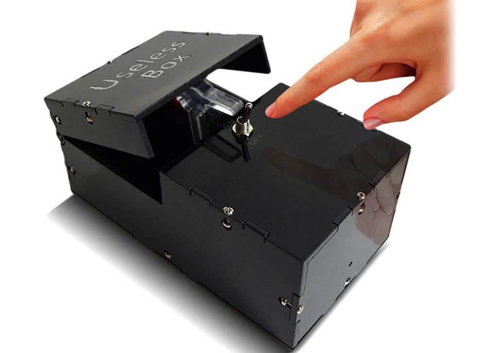 Unnötige Box - useless Box - unnütze Box - unnütze Sachen - Sinnlose Geschenke - Geschenke ohne Sinn und Zweck - Geschenke für Männer kaufen