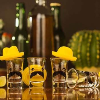 35 4 Tequila Shotgläser mit Sombrero - Schnapsgläser - Tequila Shot Glas - lustige Shotgläser - Shot Becher - Tequila Gläser - Schnaps Becher - Stamperl - Pinneken - Pinnchen - Schott Glas - Gläser Set