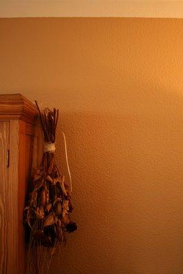wohnzimmer-wand-streichen-latte-macchiato-und-noisette-waseigenesblog-4