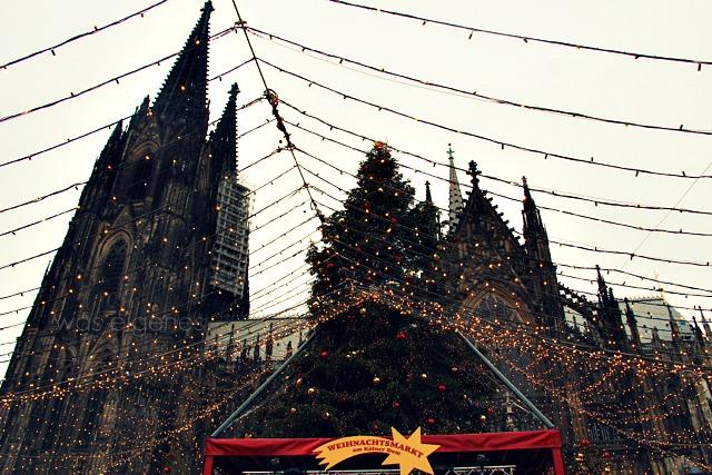 Kölner Weihnachtsmarkt am Dom   2011   Roncalliplatz   #Weihnachtsmarkt #Köln   waseigenes.com