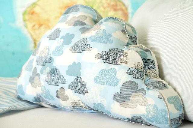 DIY Wolkenkissen aus Baumwolle & Frottee mit Silberpaspel | waseigenes Blog