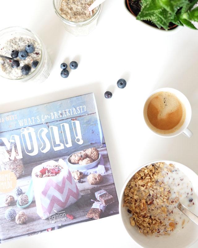 Rezept Overnight Oats mit Mandeln, Chia Samen, Ahornsirup und Blaubeeren | waseigenes.com