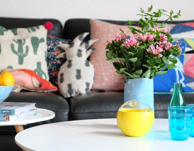 Wohnzimmer makeover | selbst genaehte Kissenbezuege | neue Couchtische | waseigenes.com 15