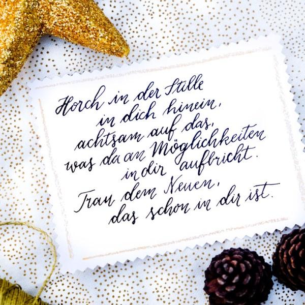 Horch in der Stille in dich hinein, achtsam auf das, was da an neuen Möglichkeiten in dir aufbricht. Trau dem Neuen, das schon in dir ist.   Adventskalender der guten Gedanken & Wünsche   Gute Gedanken im Advent   waseigenes.com
